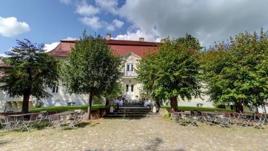 Hochzeitsschloss im grünen Brandenburg
