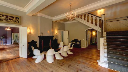 Foyer der Hochzeitslocation für Hochzeitssparty nach dem Dinner
