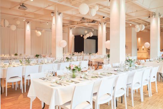 Festliche Tafeln im Hochzeitsloft in Berlin