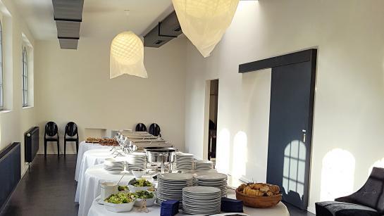 Raum für Buffet in der Hochzeitslocation THE MIX Berlin