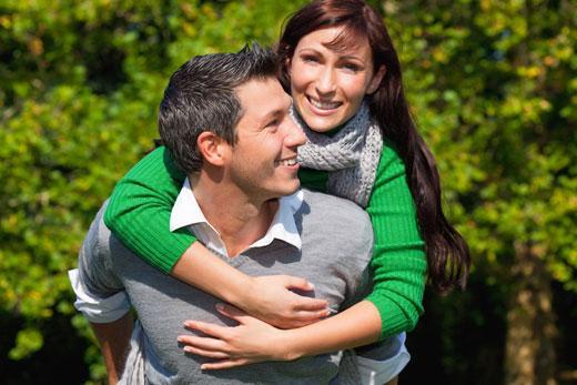 Isabelle und Marcus wollen heiraten und suchen die perfekte Hochzeitslocation
